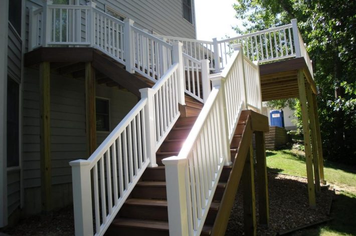 New deck with maintenance free composite decking and vinyl railing